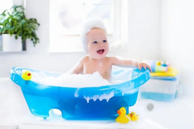 baignoire bébé bleue